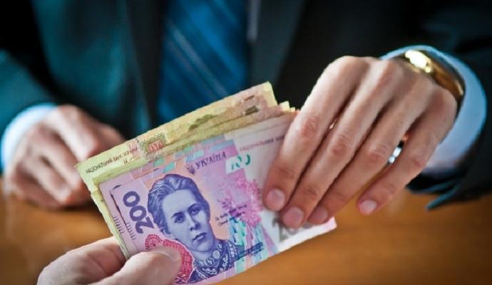 Президент призвал предпринимателей поднять зарплаты украинцам