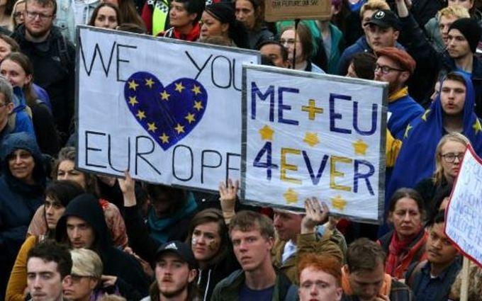 """В Лондоне противники Brexit вышли на """"Евромайдан"""": опубликованы фото и видео"""