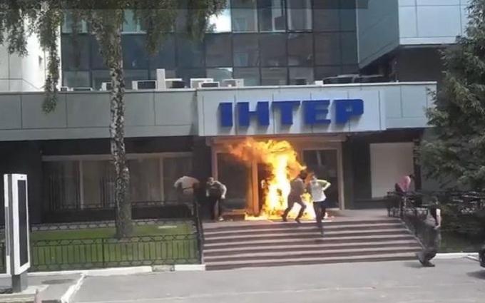 У Києві підпалили офіс одного з телеканалів: опубліковано відео