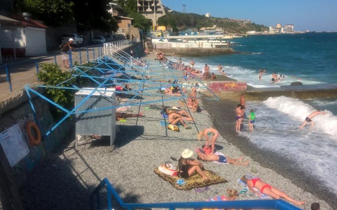 На пляжі наче кінець квітня: з'явилися нові фото з окупованого Криму