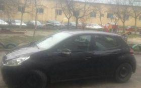 У Львові жінка збила патрульного і півкілометра протягнула його на капоті: з'явилося відео
