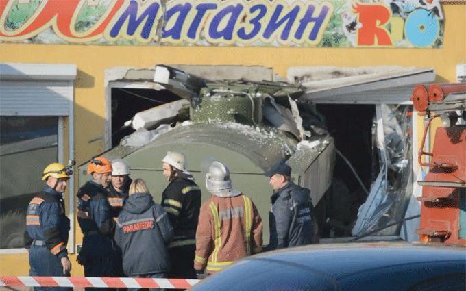 В Николаеве произошло смертельное ДТП с военным бензовозом: появились фото и видео