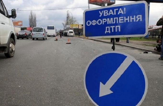 У Києві п'яна дівчина за кермом протаранила дві машини: з'явилися фото