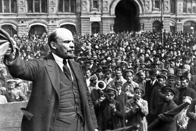 Почему «царь» делает вид, будто Октябрьской революции никогда не было (1)