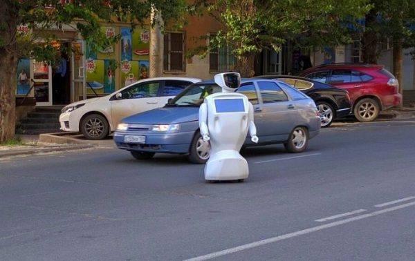 Соцмережі підірвав робот, який втік з полігону в Росії: з'явилося відео (1)