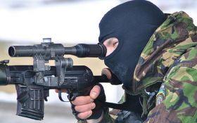 Украинский снайпер ликвидировал российского военного на Донбассе: опубликовано видео
