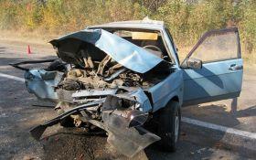 У страшній ДТП під Вінницею авто перетворилися на коржі, є загиблі: з'явилися фото і відео