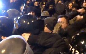Стычки в центре Киева: стало известно о серьезной травме девушки-патрульной