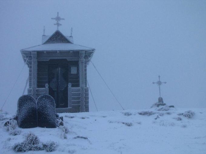 В Украине неожиданно выпал первый снег: зрелищные фото и видео (1)