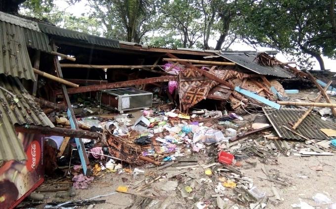 На Індонезію обрушилося цунамі, понад 160 людей загинули: опубліковані моторошні фото і відео (2)