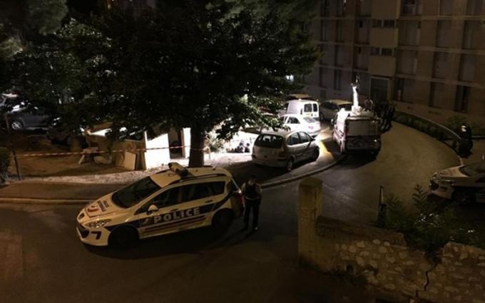 У Марселі з автомату Калашникова розстріляли людей: фото з місця трагедії