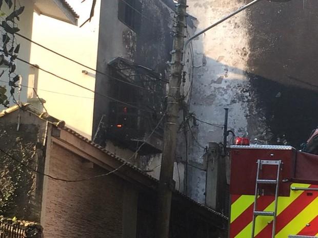 В Бразилии самолет рухнул на жилые дома, есть погибшие: опубликовано фото (1)