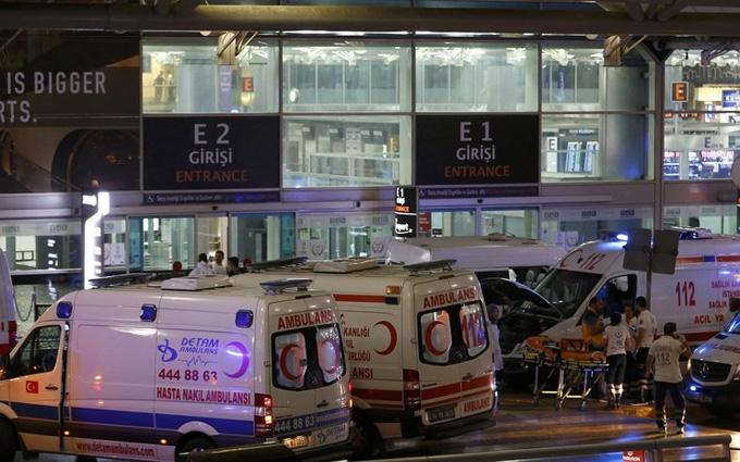 Теракт у Стамбулі: з'явилися нові відео з вибухом і терористами
