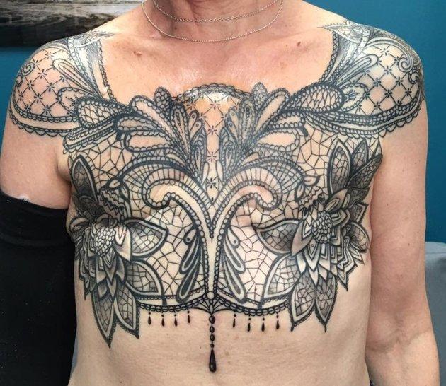 Онкобольная женщина превратила шрам после удаления груди в шедевр: впечатляющие фото (2)