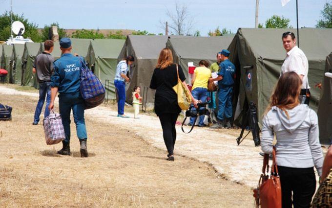 Виганяють на вулиці: Росія масштабно згортає допомогу біженцям із Донбасу
