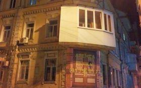 Безглузда прибудова в історичному центрі Києва розбурхала соцмережі: опубліковані фото