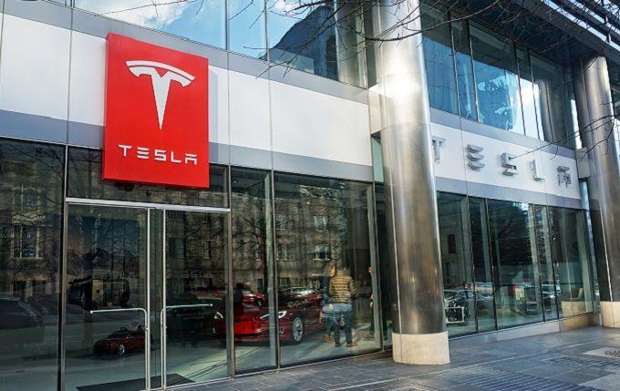 Плохи дела: Маск шокировал еще одним неожиданным решением относительно будущего Tesla