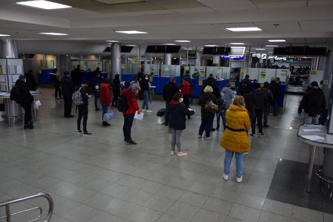 Украинцы массово возвращаются домой: пограничники пошли на беспрецедентное решение (4)