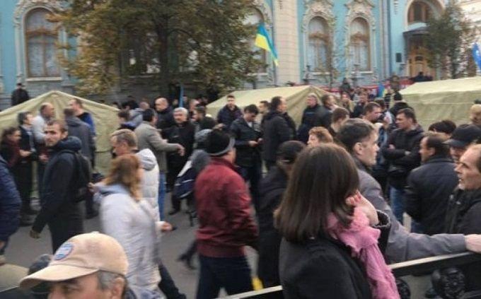 Луценко пообіцяв, що наметове містечко біля Ради не зноситимуть