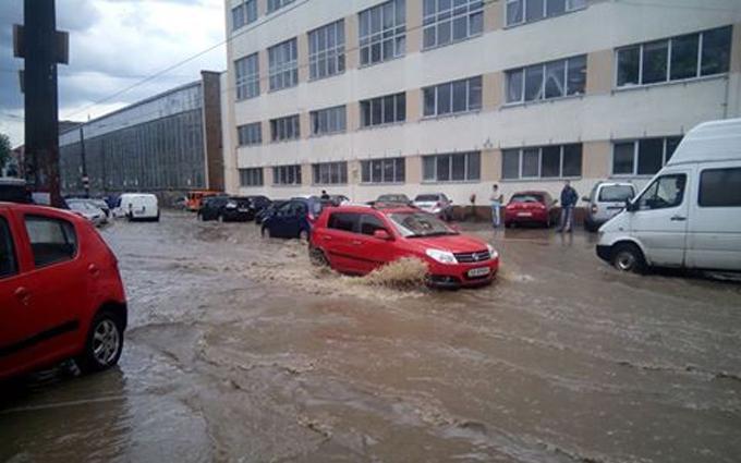 Потоп у Києві: з'явилися фото і відео наслідків зливи