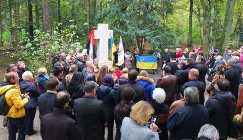 Новий пам'ятник Бандері освятили в Мюнхені (1)