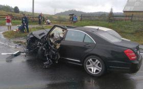 Депутат на Mercedes потрапив в аварію на Львівщині: з'явилися фото