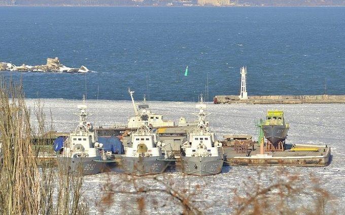 ВОдессе вмёрзли влёд военные корабли