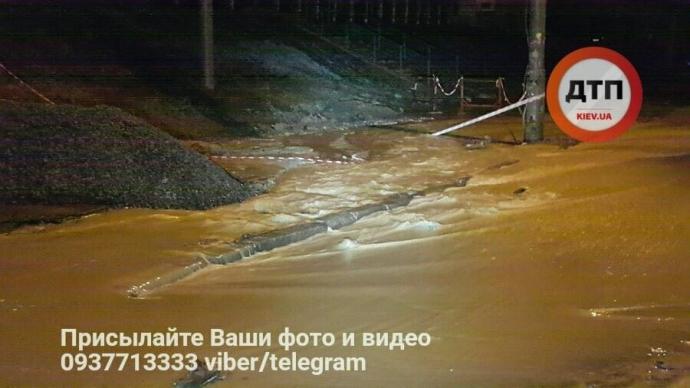 В Киеве ночью произошел потоп: опубликованы фото (3)
