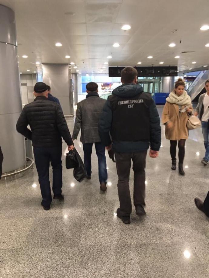 В Борисполе задержан заместитель директора Одесского НПЗ (2)