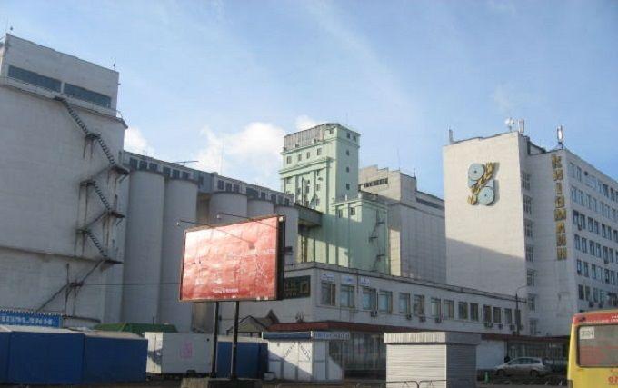 У Києві знайшли загадкову казарму, яка може прийняти сотні озброєних людей