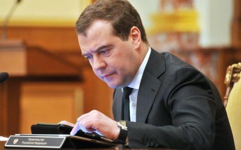 Медведев анонсировал введение экономических санкций против Украины