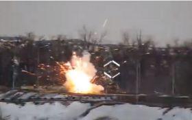 """""""Поздравили с 23 февраля"""": опубликовано видео мощного удара ВСУ по позиции боевиков на Донбассе"""