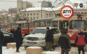 Дипломат на джипі влаштував транспортний інцидент в центрі Києва: з'явилися фото