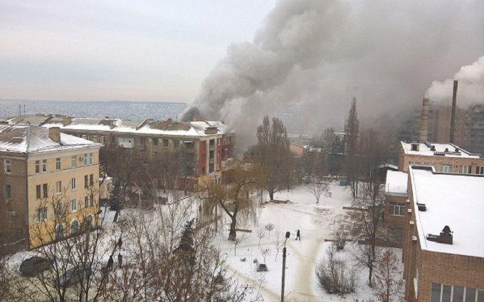 Свидетели публикуют видео мощного взрыва вцентре Луганска
