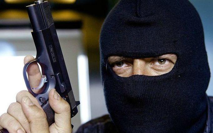В Киеве произошло вооруженное ограбление банка: появились фото с места событий