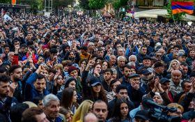 Протести у Вірменії виходять з під контролю: прем'єр Пашинян заликає припинити масові акції