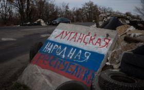 """Слава """"ЛНР"""": в центрі Києва сепаратисти побили патріотку"""