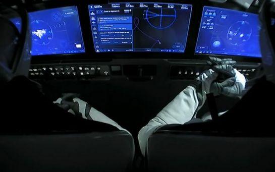 Як корабель Маска доставив астронавтів на МКС - видовищне відео історичного моменту