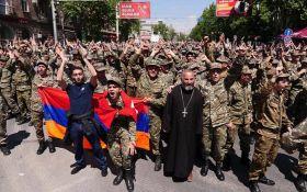 В сети бурно комментируют протесты в Армении