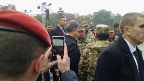 На Михайлівській площі у Києві відкрилась виставка сучасних озброєнь (12 фото) (12)