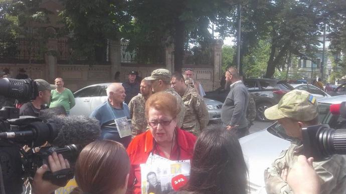 Одіозна прихильниця ДНР влаштувала пікет в центрі Києва: з'явилися фото і відео (1)