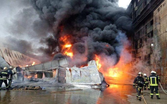 Масштабный пожар впромзоне наПодоле вКиеве