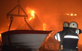Ночью в Николаеве дотла сгорел цех по производству яхт: появились фото и видео