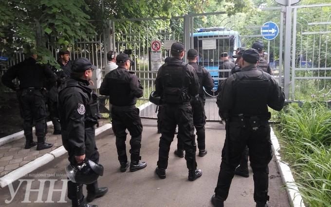 В одеському суді розгорілася сутичка між активістами та міліцією: з'явилися фото