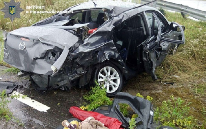 У страшній ДТП на Рівненщині постраждали п'ятеро людей: опубліковані фото