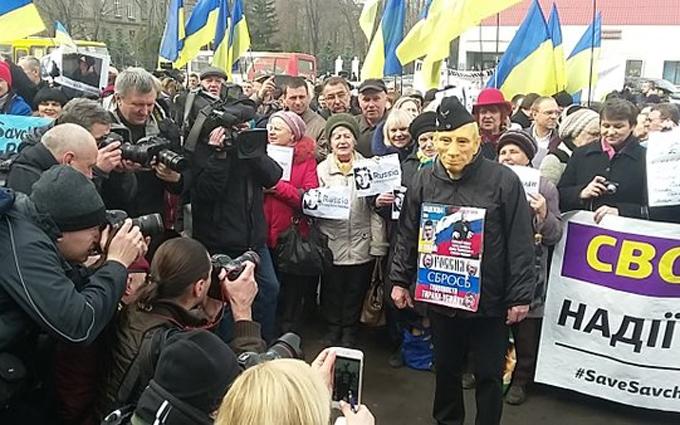 """На новый митинг под посольством России пришел """"Путин"""": опубликованы фото"""