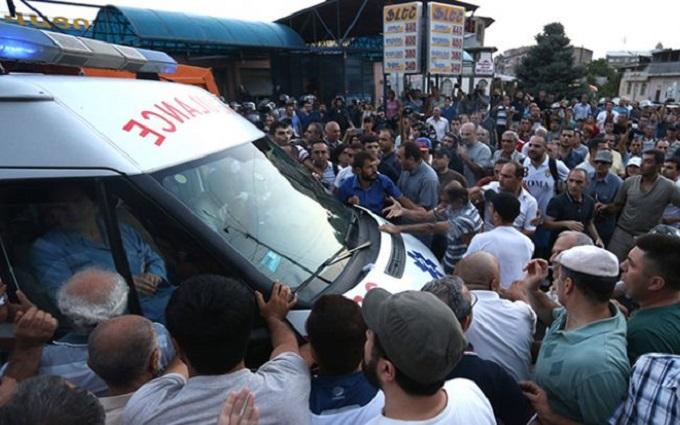 В Єревані знову почалися зіткнення з поліцією: з'явилося відео