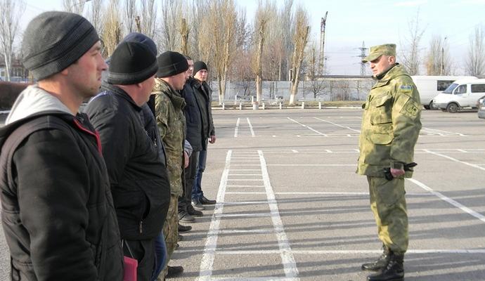 В Запорожье агитируют идти на контрактную военную службу (4 фото)