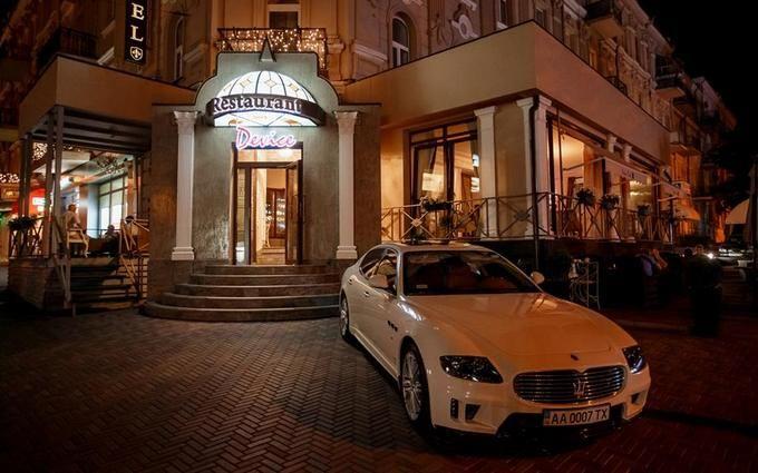 Розгром ресторану в центрі Києва: з'явилися подробиці і нові фото