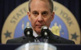 Скандал в США: Генпрокурор Нью-Йорка ушел в отставку после обвинений в насилии